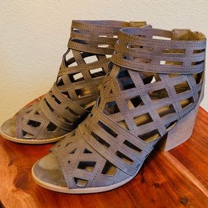 Cutout wedge sandals!